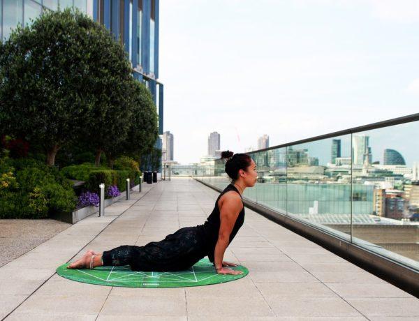 Les 7 postures relaxantes du massage des yogi