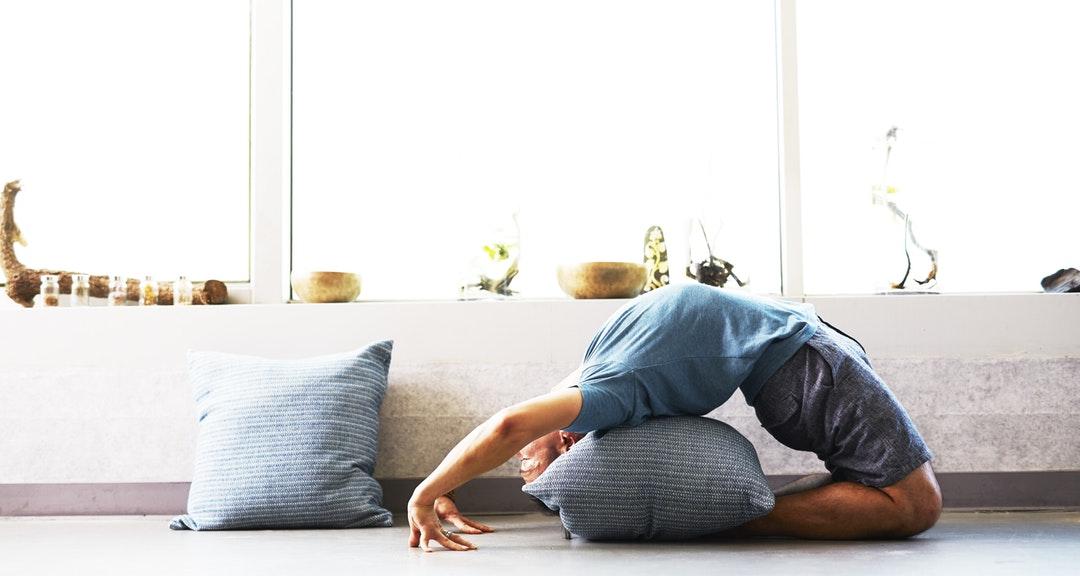 Dites adieu à la sciatique ! Le yoga et l'ayurveda vous viennent en aide.