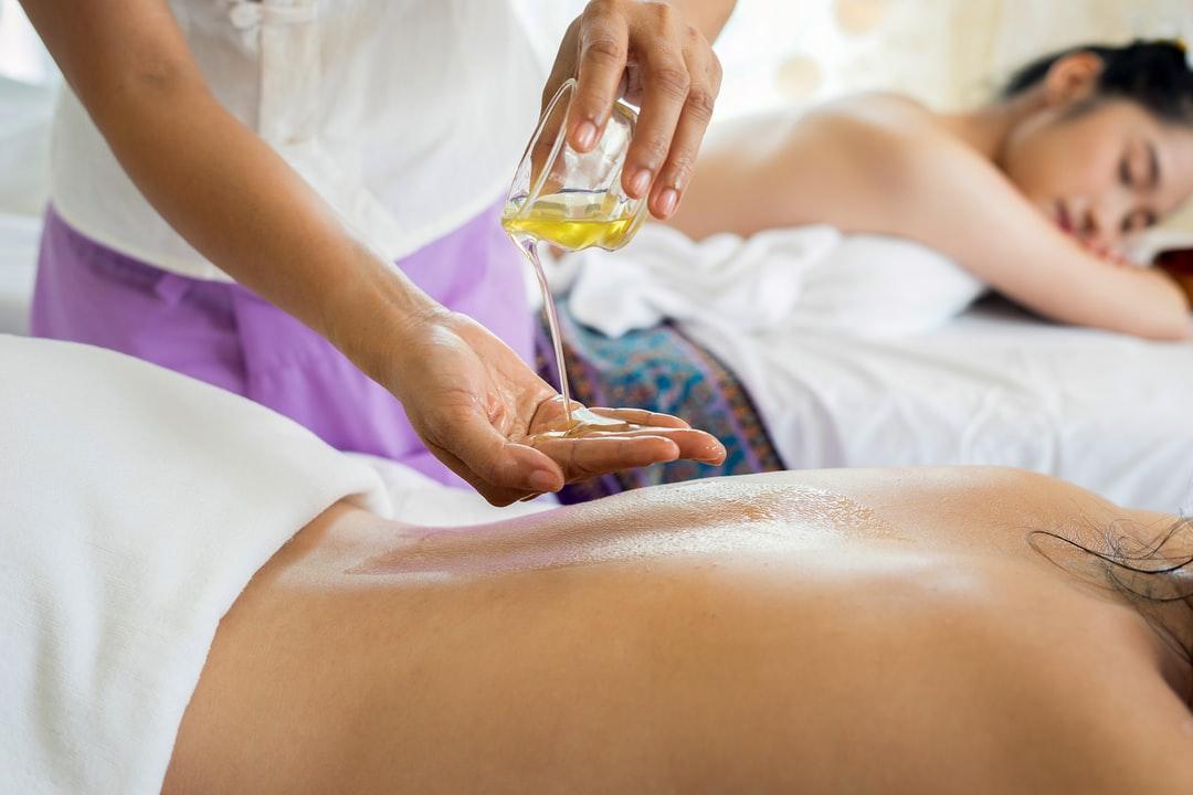 Redécouvrir son corps par le massage ayurvédique