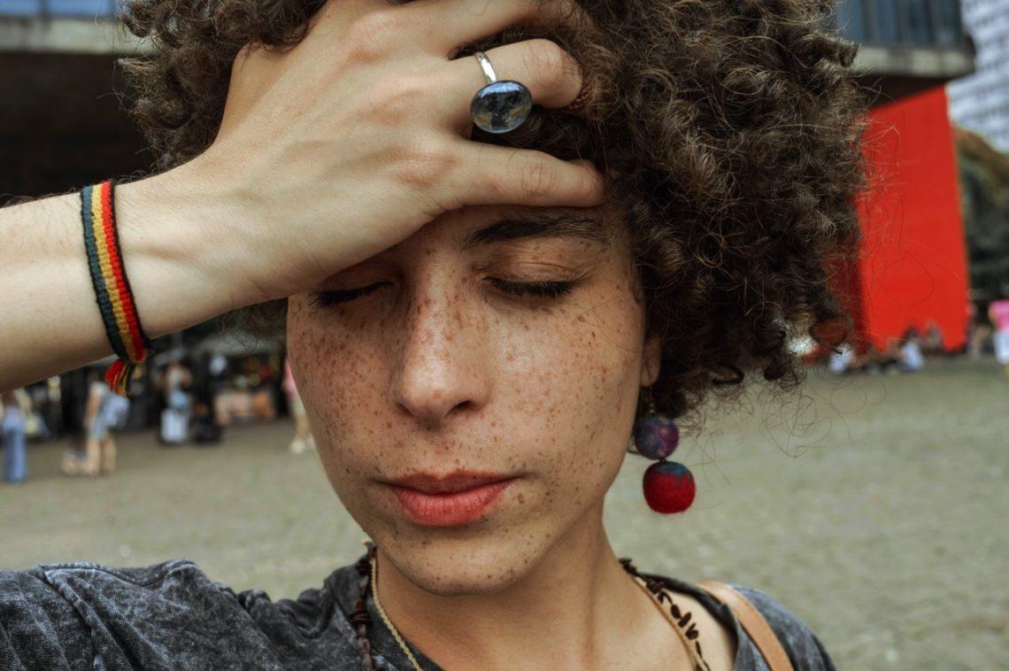 Vivre la tête légère : se libérer des migraines grâce à l'hypnose et l'auto-hypnose