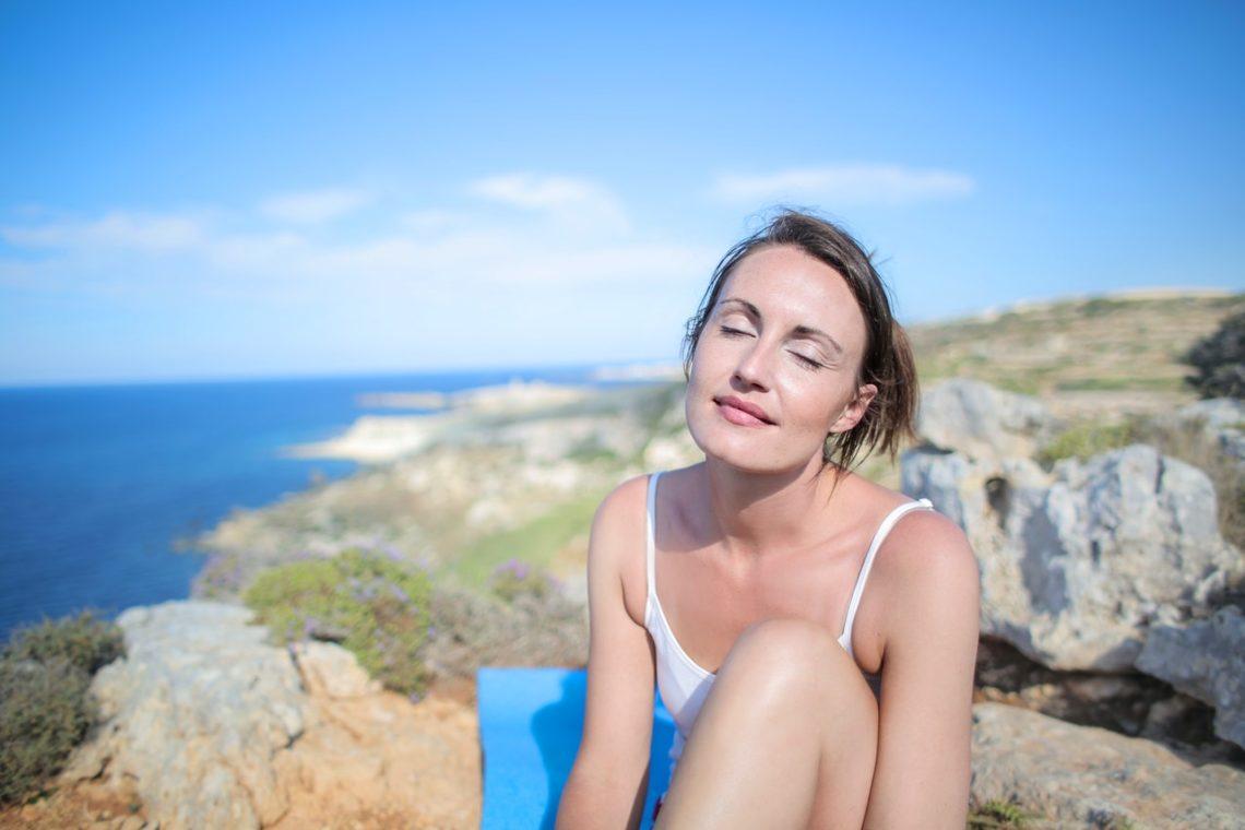 """12 conseils pratiques pour être dans """"l'être"""" plutôt que """"le faire"""" pendant les vacances"""