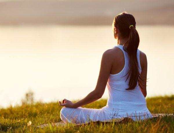 Les bienfaits de la méditation et du yoga en vacances