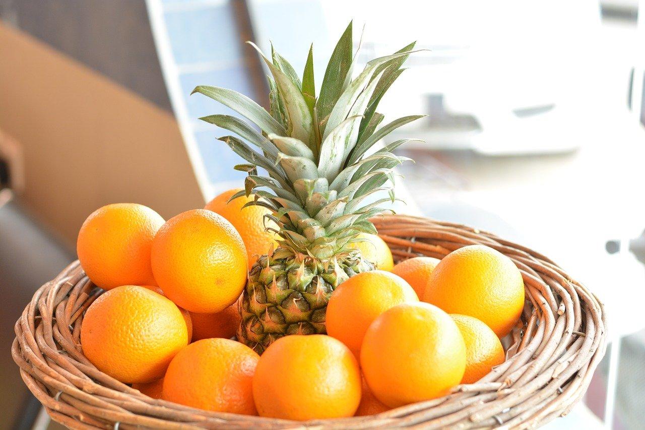 Favoriser une alimentation riche en vitamines pour éviter la rétention d'eau